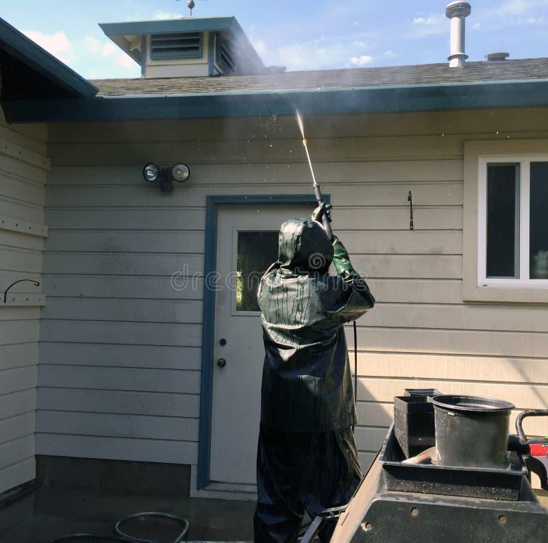 Arbetskraft som tvättar ett hem arkivbilder