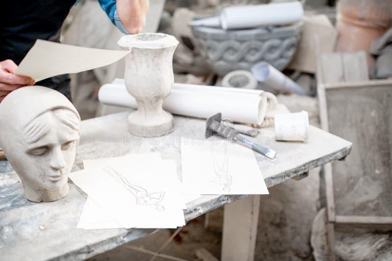 Arbetsplats av en skulptör royaltyfria bilder