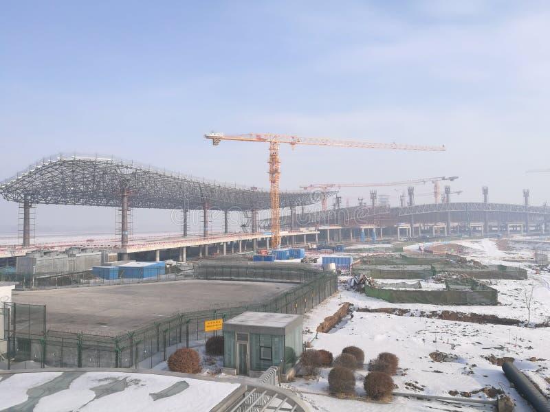 Arbetsplats för Longjia den nya flygplatsen, når att ha snöat royaltyfria bilder
