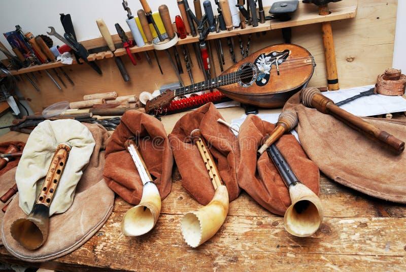 Arbetsplatsmusikalförlage, säckpipa, mandolin, hjälpmedel royaltyfri foto