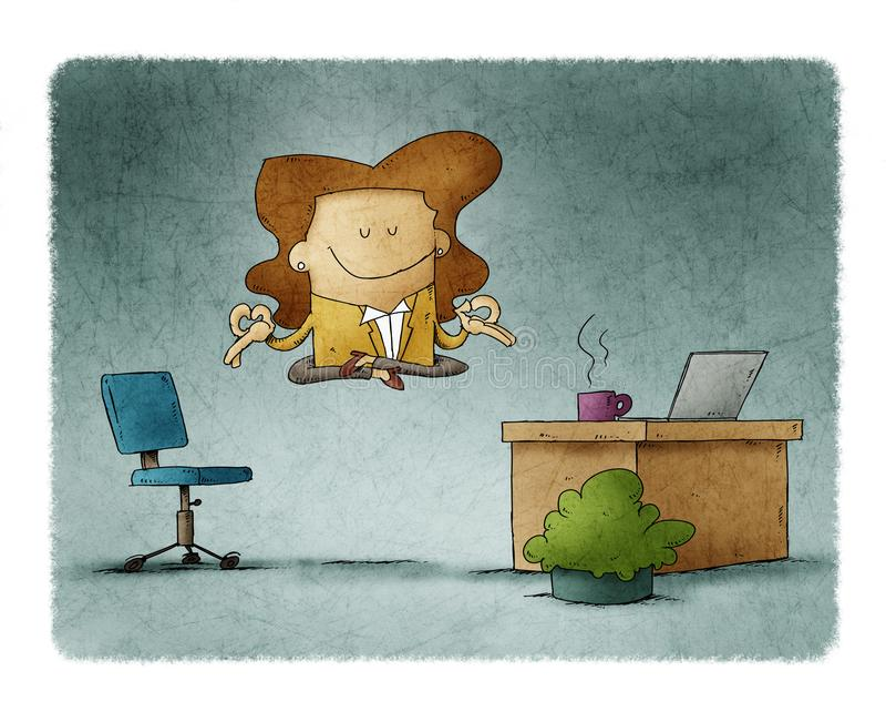 Arbetstagarkvinnan flyter på sitt kontor samtidigt som hon slappnar av arkivbilder