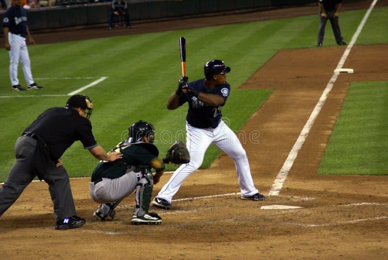 Arbitre de plaque de base-ball, attrapeur, pâte lisse au travail images libres de droits
