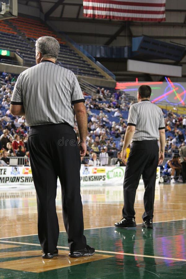 Arbitri di pallacanestro fotografie stock