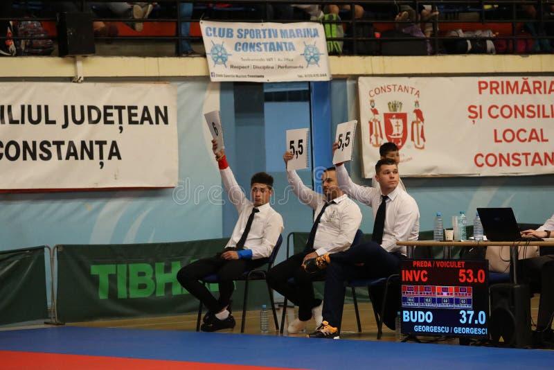 Arbitrzy przy Rumuńskim mistrzostwem, juniory, Maj 2018 zdjęcie royalty free