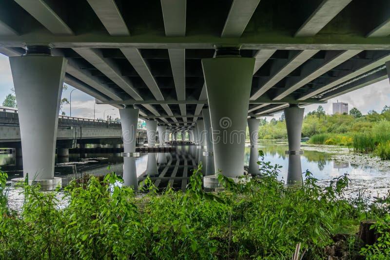 Arboretum bajo la autopista 2 imagenes de archivo