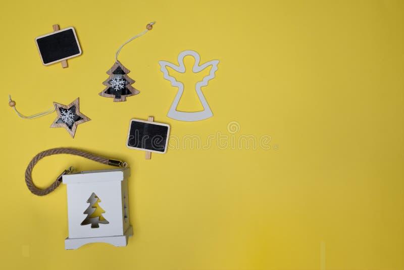 Arbre d'étoile, de Noël, mini panneau de craie, ange en bois et support de boîte de bougie image libre de droits