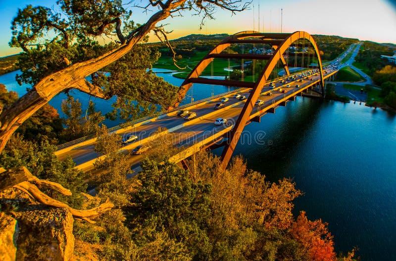 Arbre d'or de coucher du soleil de pont de Pennybacker de pont d'Austin 360 images stock
