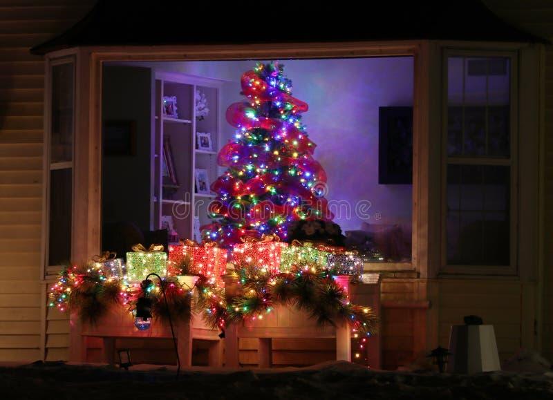 Arbre de Noël à la maison bienvenu image stock