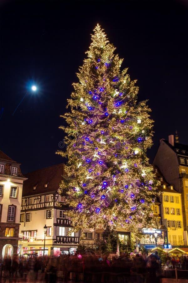 Arbre de Noël à la place Kleber à Strasbourg images libres de droits