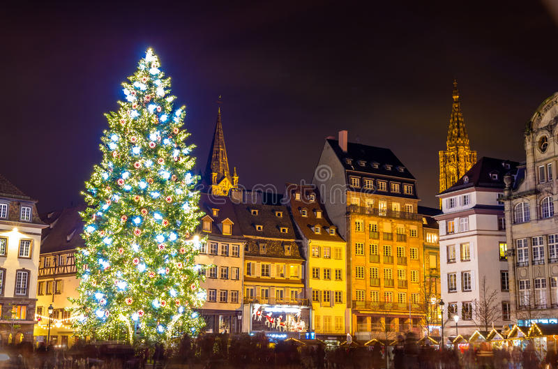 Arbre de Noël à Strasbourg, capital de Noël photos stock