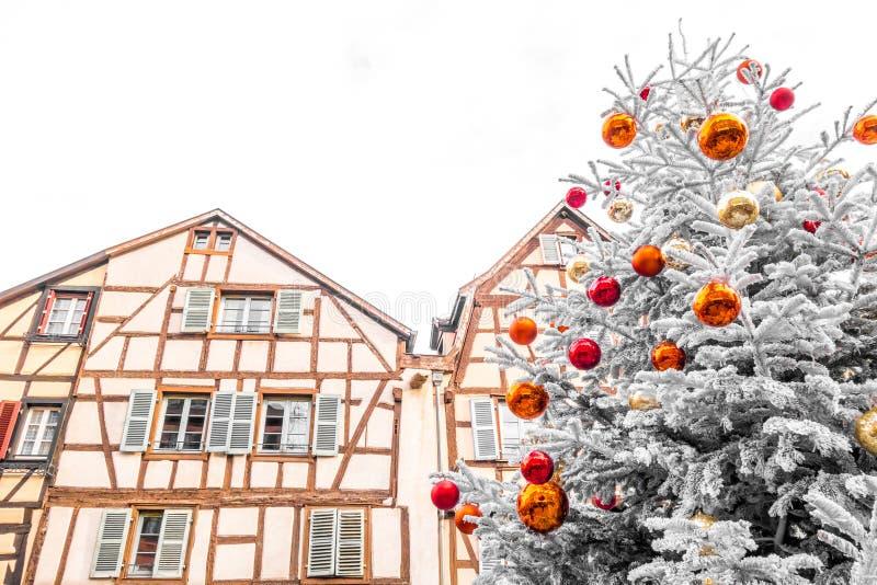 Arbre de Noël au centre de Colmar photographie stock