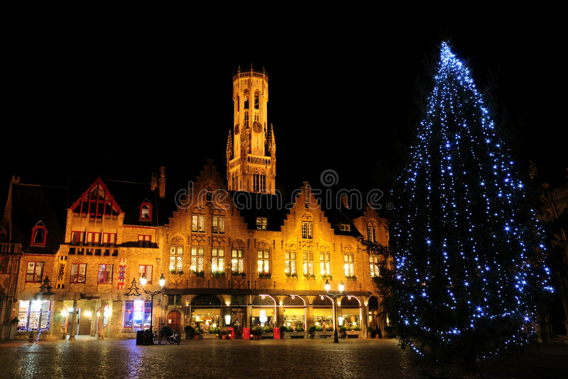 Arbre de Noël au grand dos de Burg image libre de droits