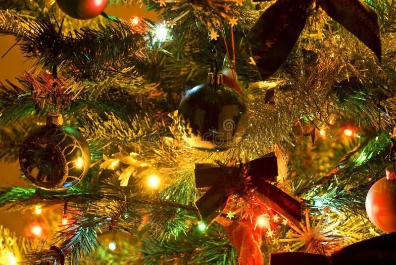Arbre de Noël avec des lumières image libre de droits