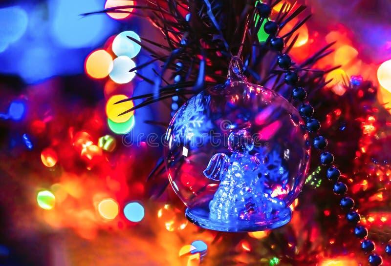 Arbre de Noël avec le fond de Noël d'ange de jouet image libre de droits