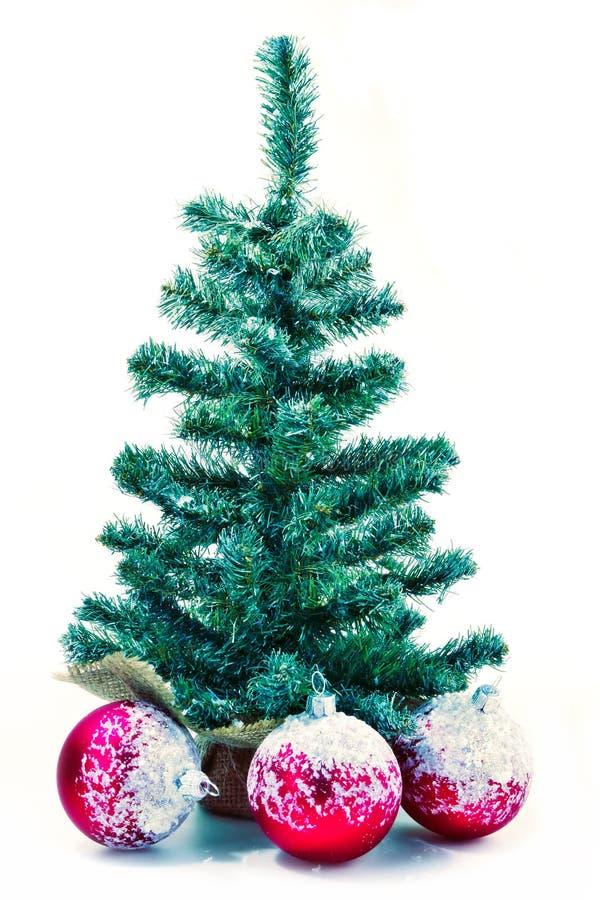 Arbre de Noël avec les billes rouges photographie stock