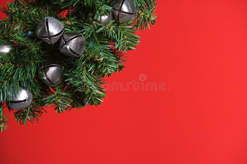 Arbre de Noël avec les cloches argentées images libres de droits