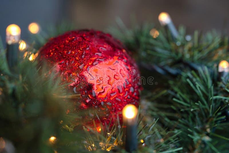Arbre de Noël décoré Jouets sur l'arbre de Noël images libres de droits