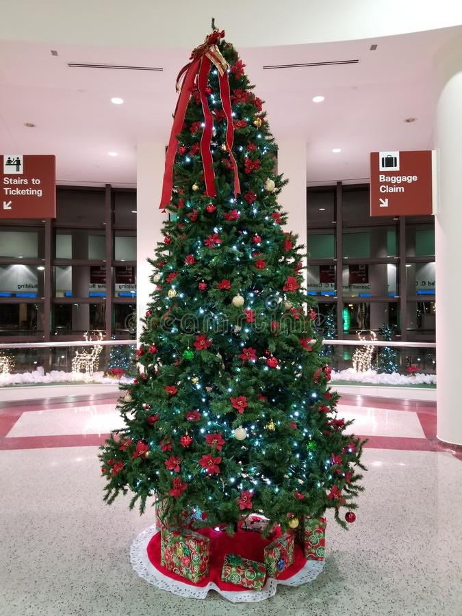 Arbre de Noël d'aéroport photos stock