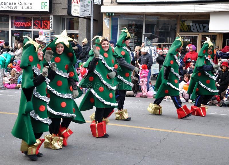Arbre de Noël dans le défilé de Santa images stock
