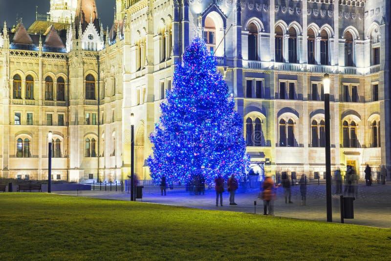 Arbre de Noël en Front Off Parliament Building image stock