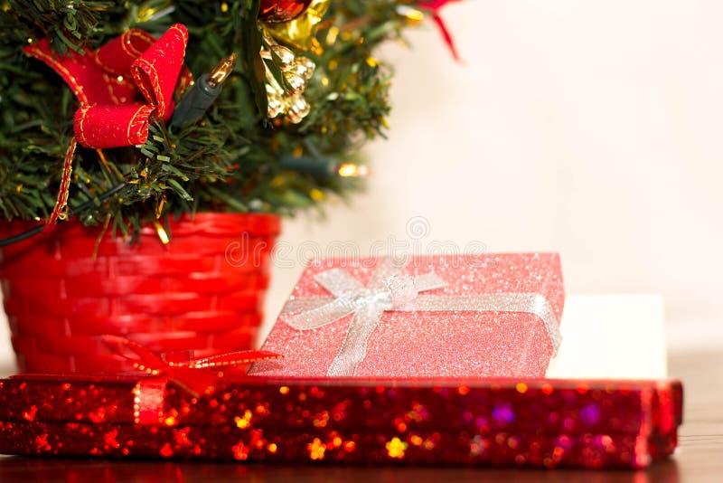 Arbre de Noël et carte de nouvelle année images libres de droits