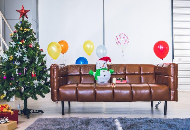 Arbre de Noël et intérieurs du nouvel an photos libres de droits