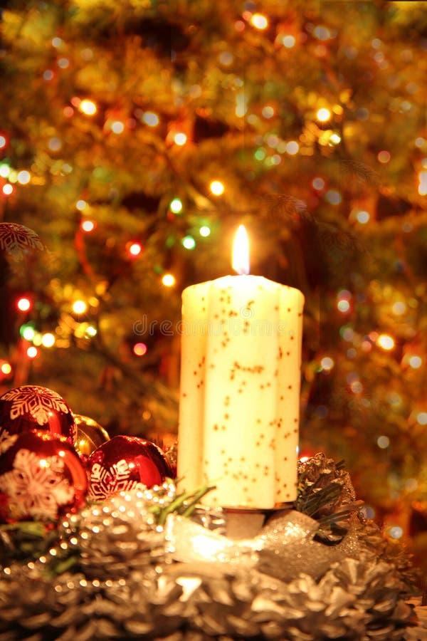 Arbre de Noël et la bougie photographie stock libre de droits