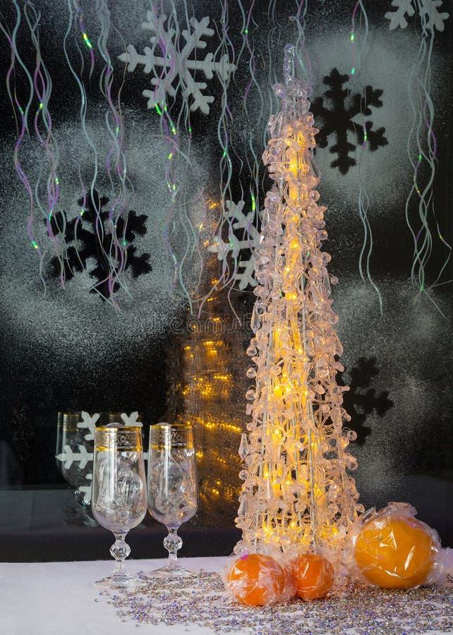 arbre de no l mandarine et d coration lumineux wallpaper image stock image du arbre jouets. Black Bedroom Furniture Sets. Home Design Ideas