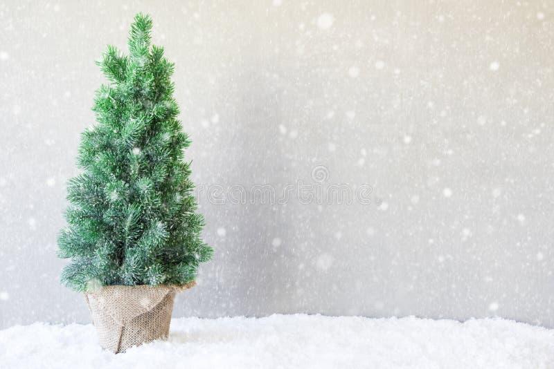 Arbre de Noël, neige, l'espace de copie, flocons de neige photo stock