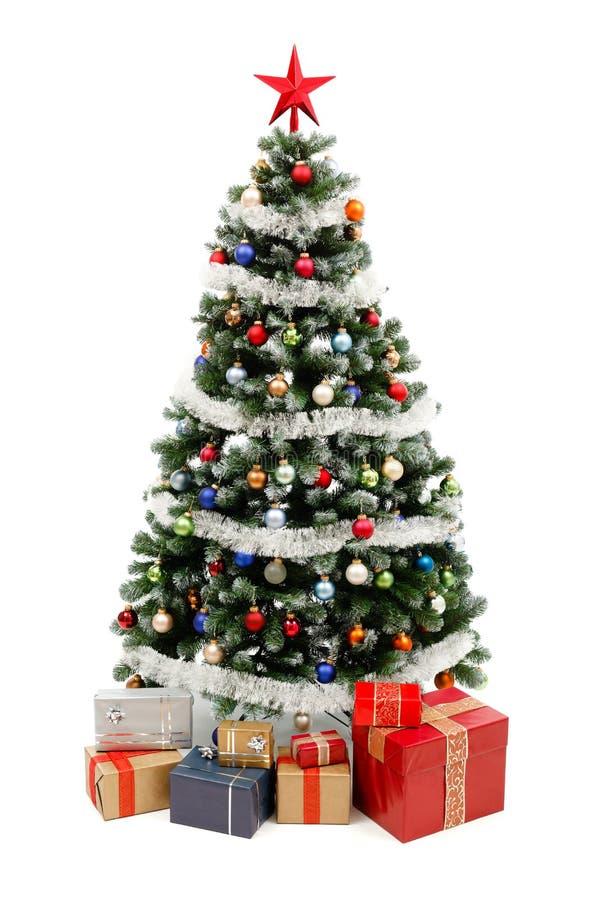 Arbre de Noël sur le blanc avec des présents photographie stock libre de droits