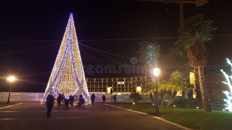 Arbre de Noël sur le bord de la mer de Salerno photographie stock