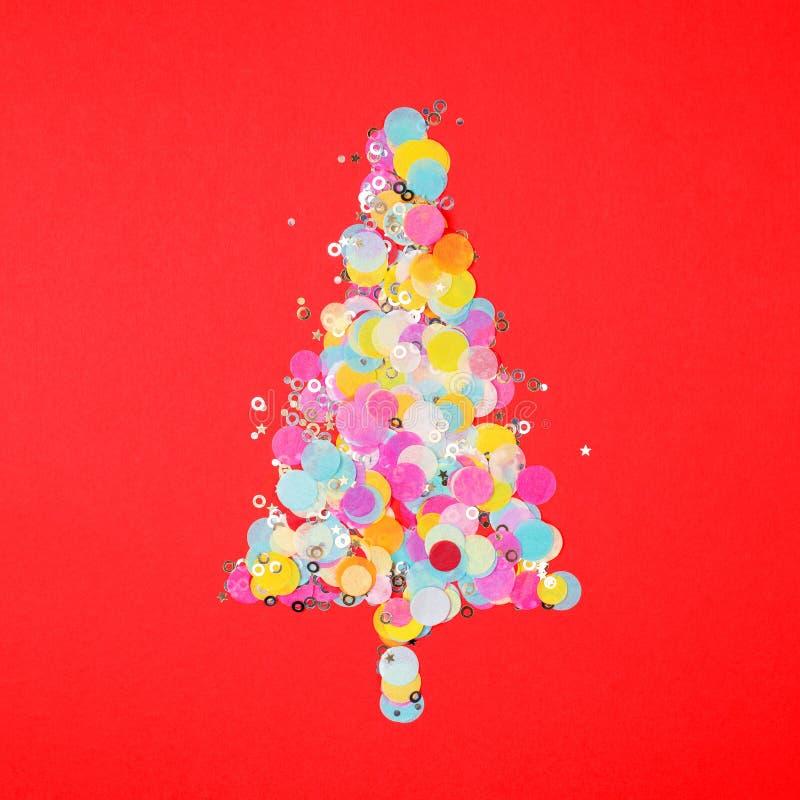 Arbre de nouvelle année fait de confettis photographie stock