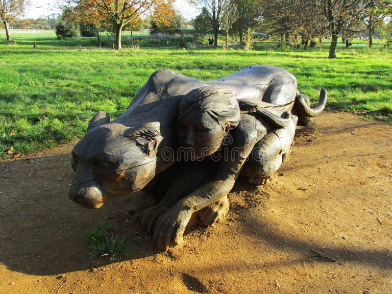 Arbre en bois de sculpture images stock