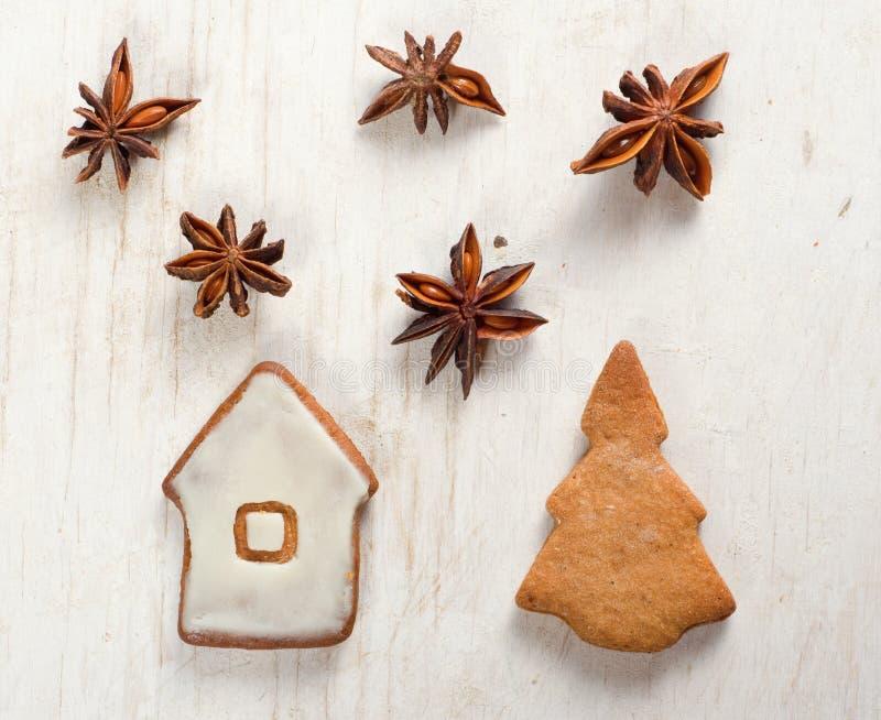 Arbre et maison de Noël image stock