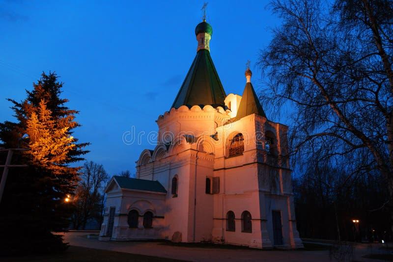 Arcángel Michael Cathedral en la noche fotos de archivo