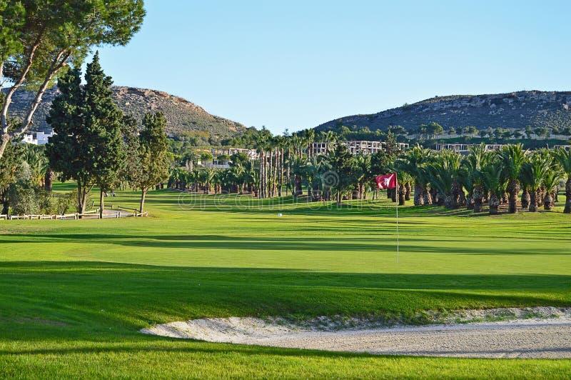 Arcón y verde del golf imagenes de archivo