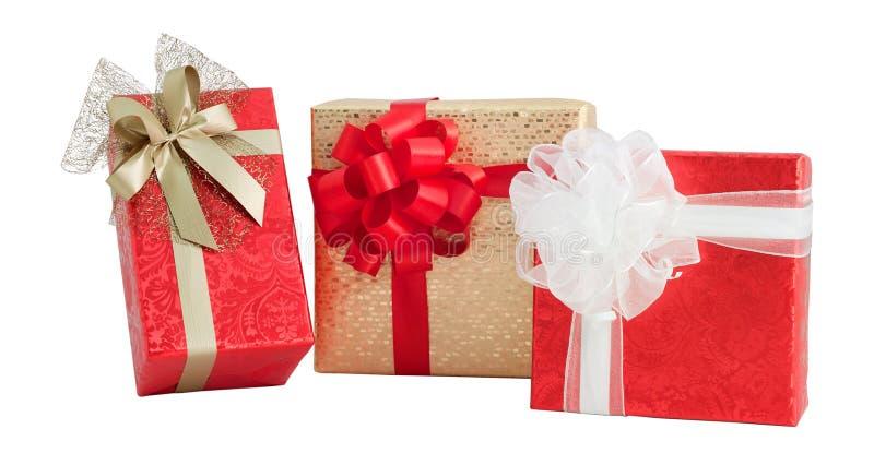 Arc de papier brillant de ruban d'enveloppe d'or rouge de boîte-cadeau de l'ensemble trois d'isolement photographie stock libre de droits