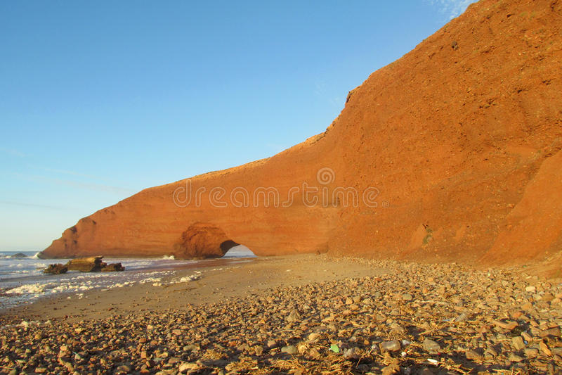 Arc de pierre de Legzira sur la plage de mer image stock