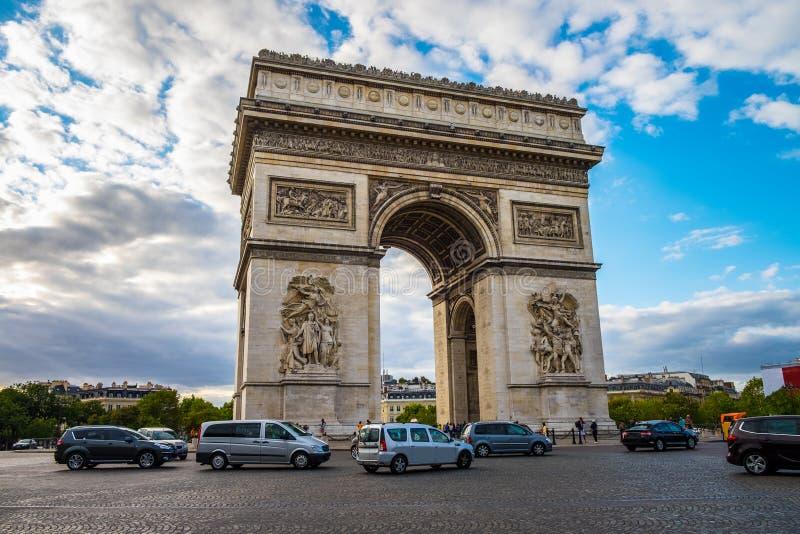 Arc de Triomphe à Paris, France image stock