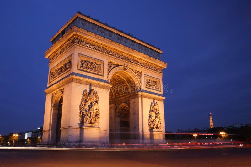Arc de Triomphe alla notte immagine stock libera da diritti