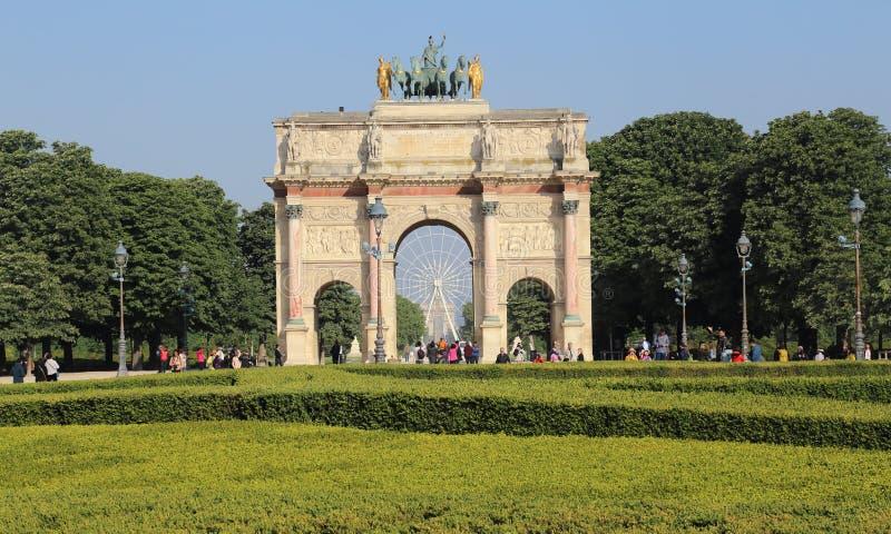 Arc de Triomphe du Carrossel dentro em Paris, França foto de stock royalty free