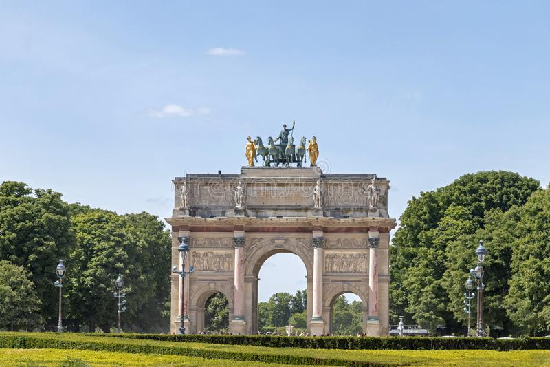 Arc de Triomphe Du Carrousel: triumfalny ?uk lokalizowa? w miejscu Du Carrousel obok louvre w Pary?, Francja fotografia royalty free