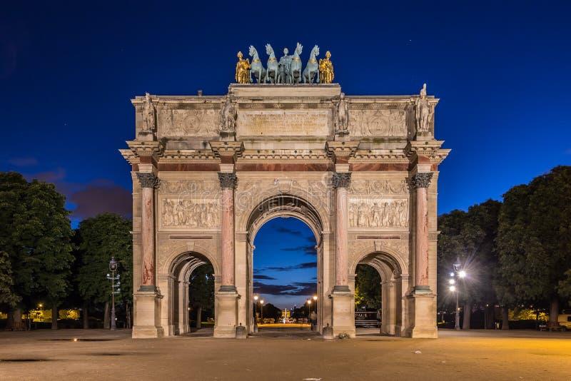 Arc de Triomphe du Carrousel an Tuileries-Gärten, Paris lizenzfreie stockfotos