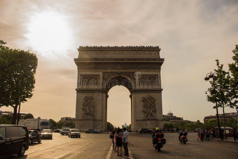 Arc De Triomphe Em Paris, França imagens de stock