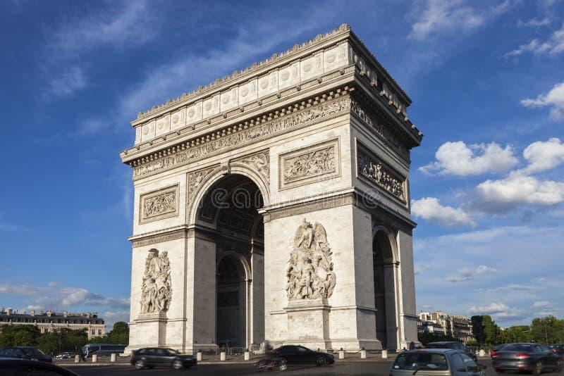 Arc de Triomphe en París fotos de archivo