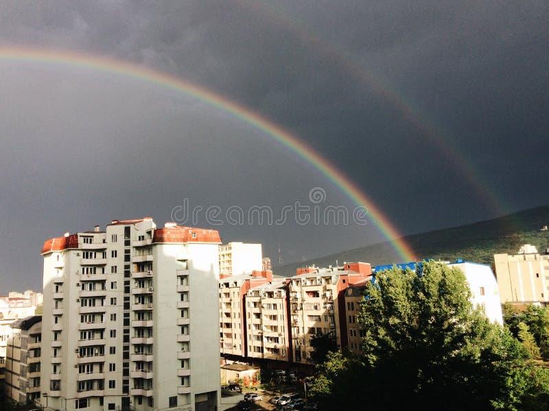 Arc-en-ciel à Tbilisi photos libres de droits