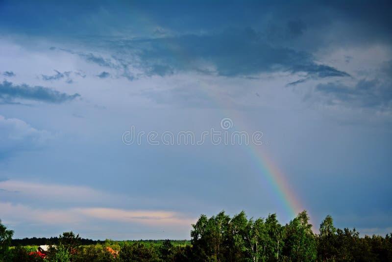 Arc-en-ciel après la tempête photos stock