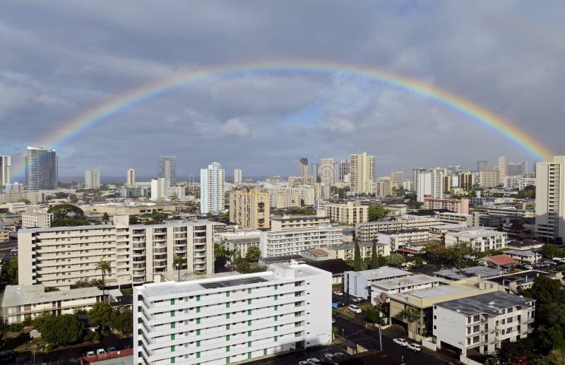 Arc-en-ciel au-dessus de Honolulu photo libre de droits