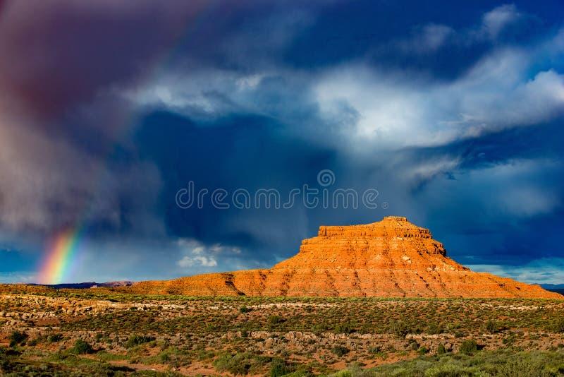 Arc-en-ciel au-dessus de la vallée des dieux photographie stock