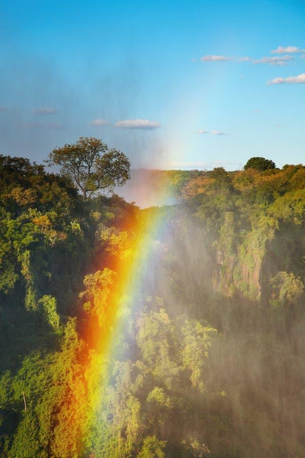 Arc-en-ciel au-dessus de Victoria Falls photo stock